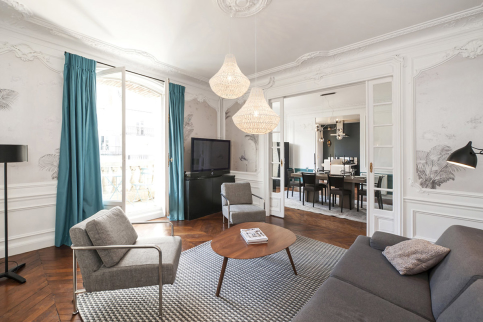 Furnished three-bedroom apartment in Paris