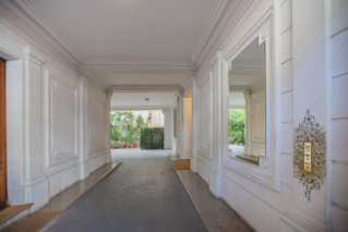 Hall entrée porche accés location meublée Paris