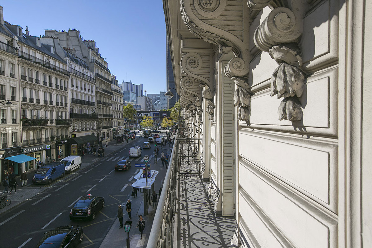Haussmannian façade Paris furnished rental with balcony