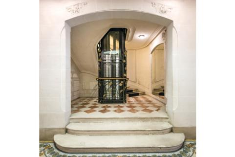 Paris apartment rental in a Haussmannian building