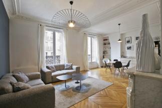 Salon appartement haussmannien location meublée parisienne