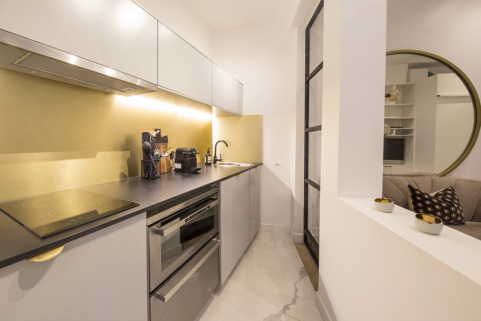Fully equipped kitchen in a furnished studio apartment - Paris rental