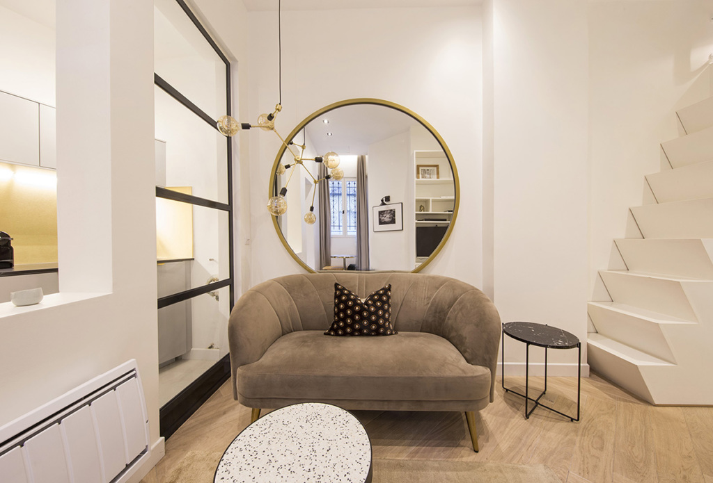 Elegant Parisian studio decorated with a hint of gold - Paris apartments
