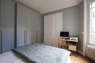 Bureau dans chambre à coucher appartement meublé Paris