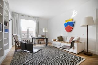 Bureau pièce séparée appartement parisien