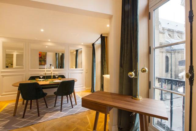 Coin lumineux bureau salon appartement parisien