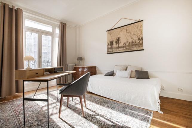 Grand bureau appartement meublé à louer