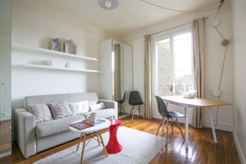 Studio meublé étudiant bureau étudier Paris