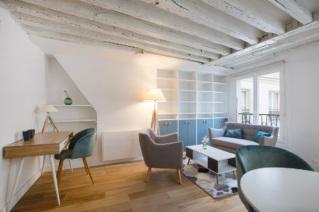 Studio meublé Paris coin bureau