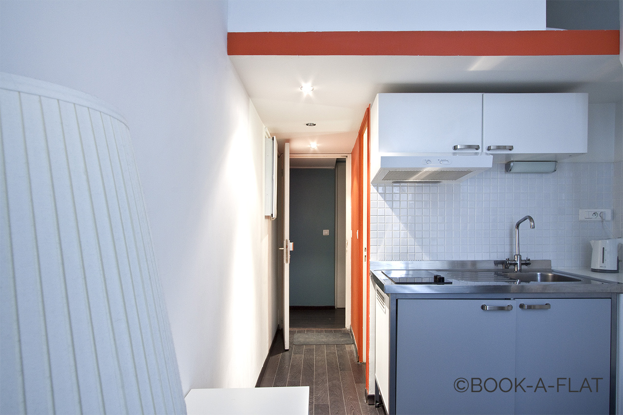 Equipped kitchenette and a small corridor