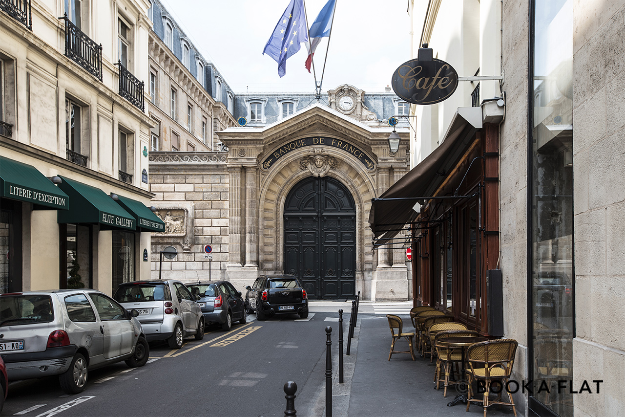 Street of the building with views of the Bank of France