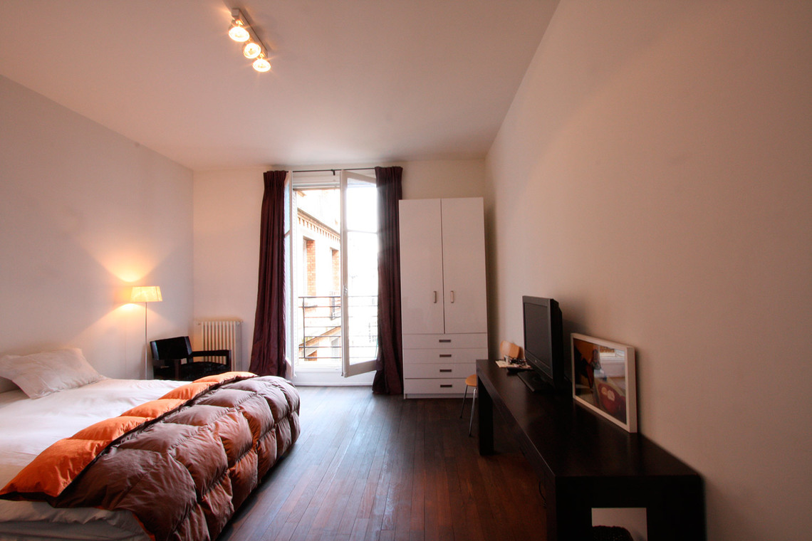 Apartment Paris Rue de Varenne 3