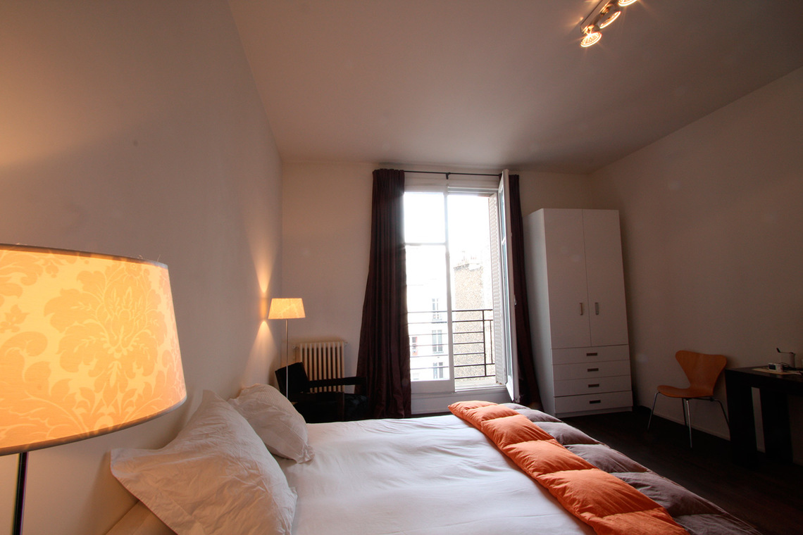 Apartment Paris Rue de Varenne 8