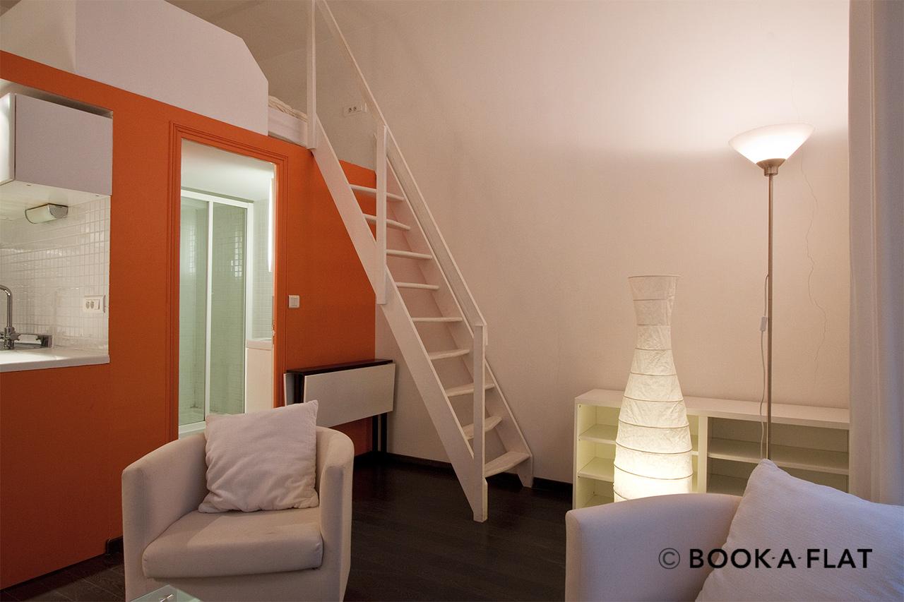 location studio meubl rue bailleul paris ref 0343. Black Bedroom Furniture Sets. Home Design Ideas