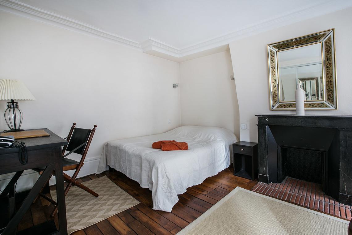 location appartement meubl rue de s vign paris ref 0849. Black Bedroom Furniture Sets. Home Design Ideas