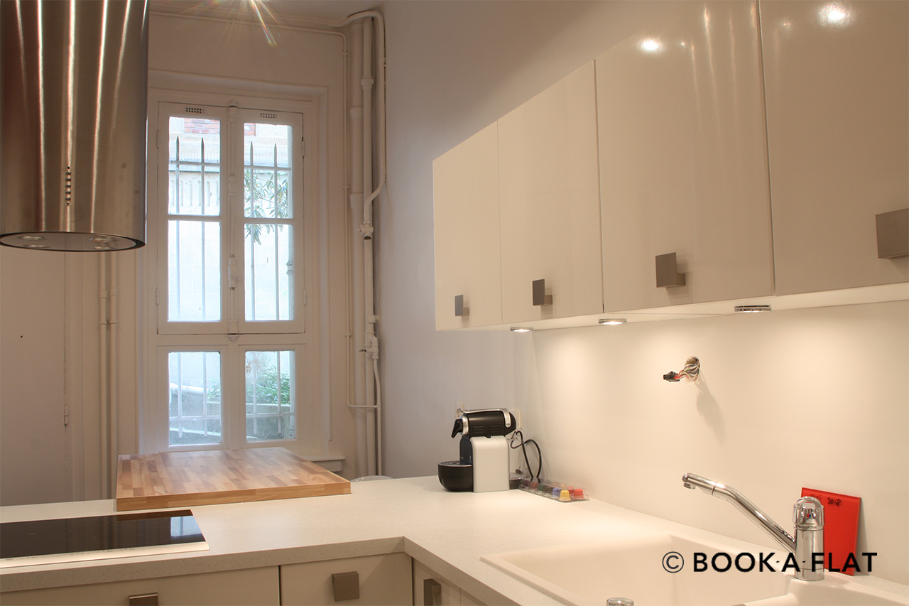 Equipped kitchen with window
