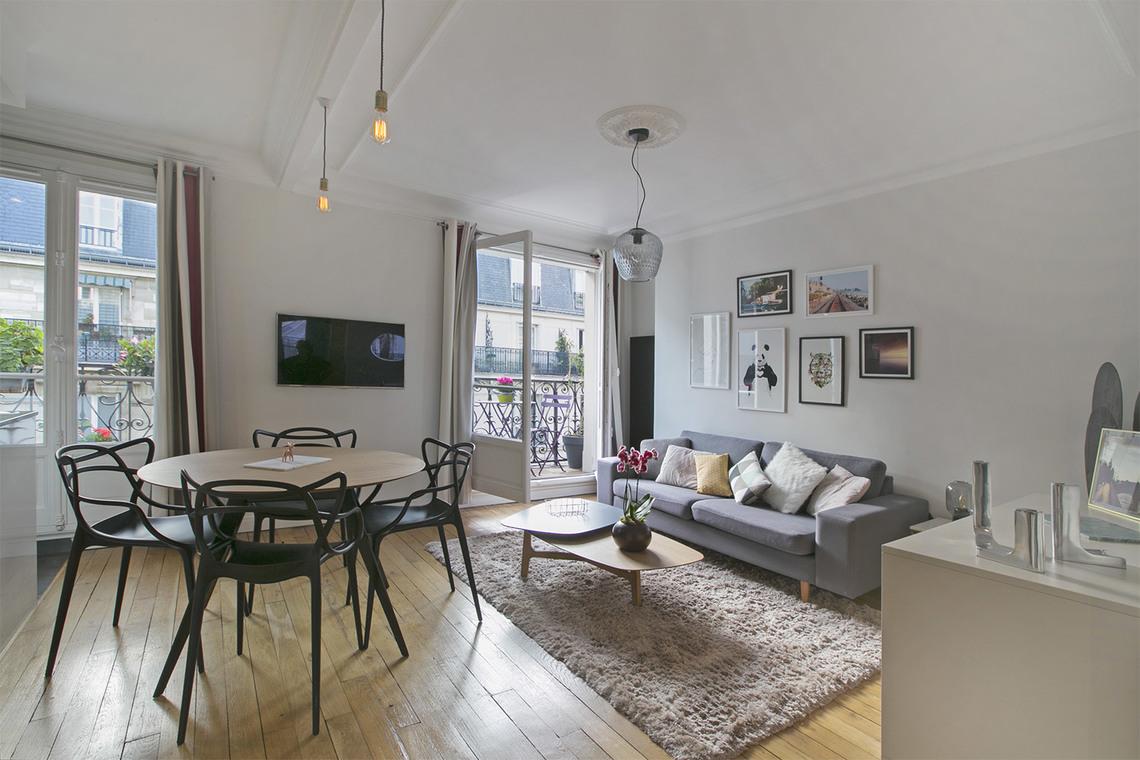 Location appartement meubl rue damr mont paris ref 10007 for Appartement meuble paris long sejour
