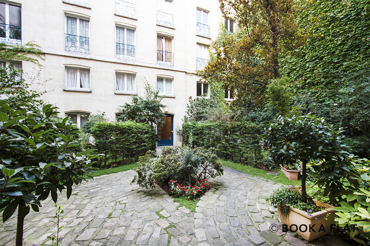 Apartment Paris Rue de Jarente 12