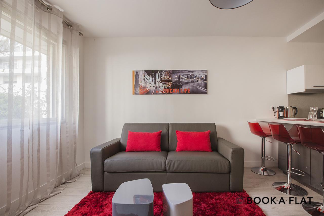 location studio meubl rue du poteau paris ref 10391. Black Bedroom Furniture Sets. Home Design Ideas