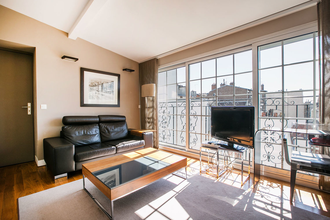 Studio for rent rue de bretagne paris ref 1077 for Louer studio meuble paris