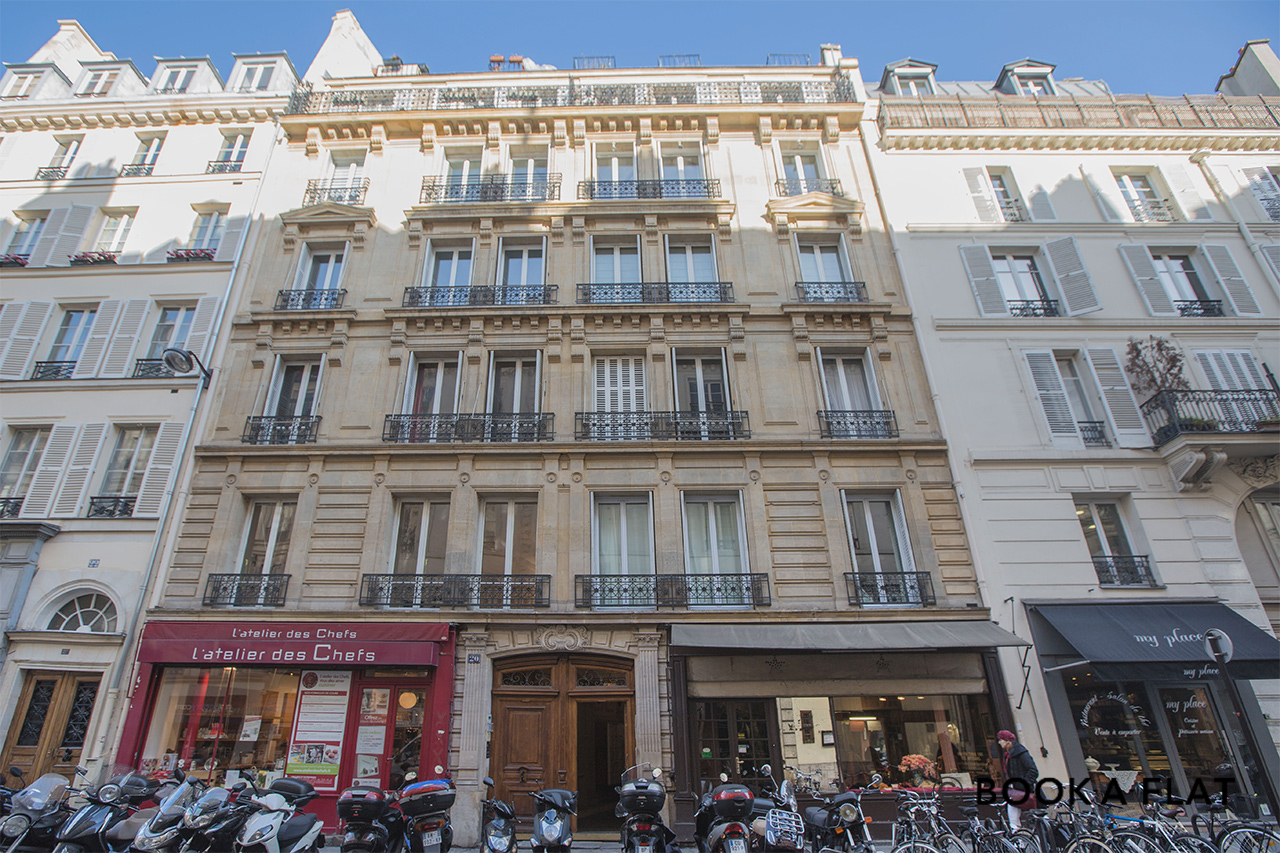 Apartment Paris Rue Saint Lazare 11