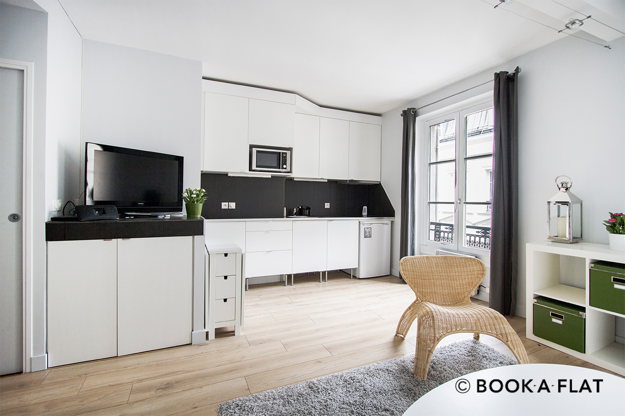 location appartement meubl rue des dames paris ref 10978. Black Bedroom Furniture Sets. Home Design Ideas