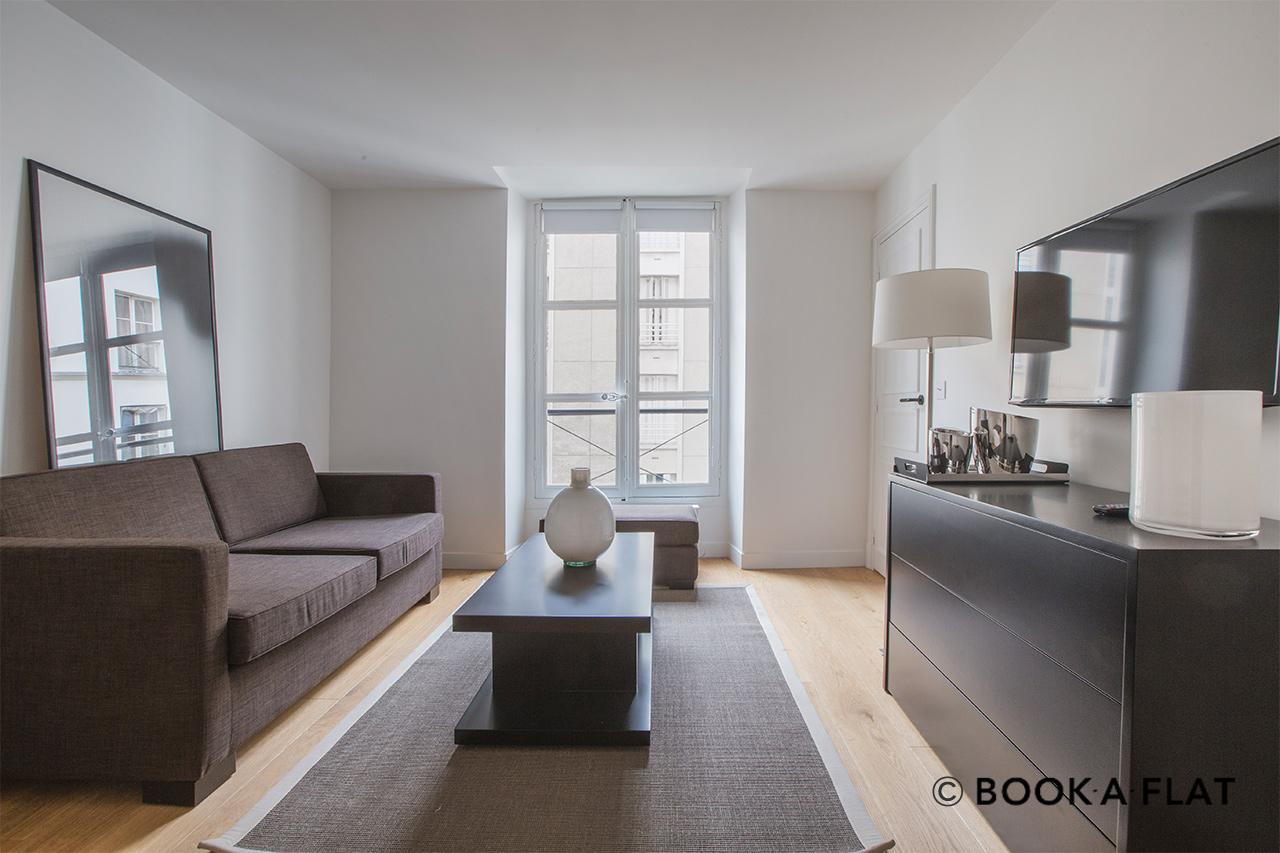 location studio meubl rue corneille paris ref 10991. Black Bedroom Furniture Sets. Home Design Ideas
