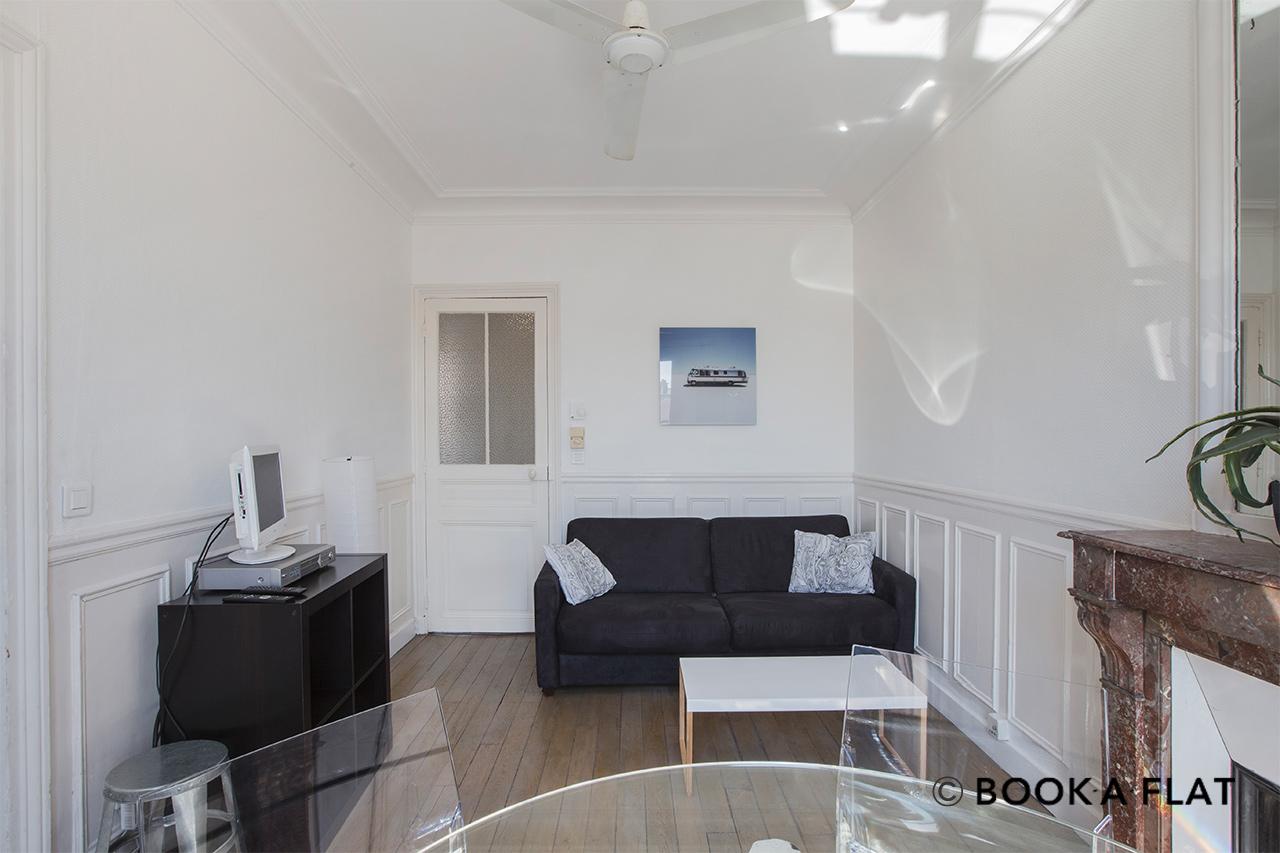 location appartement meubl rue des vinaigriers paris ref 11058. Black Bedroom Furniture Sets. Home Design Ideas