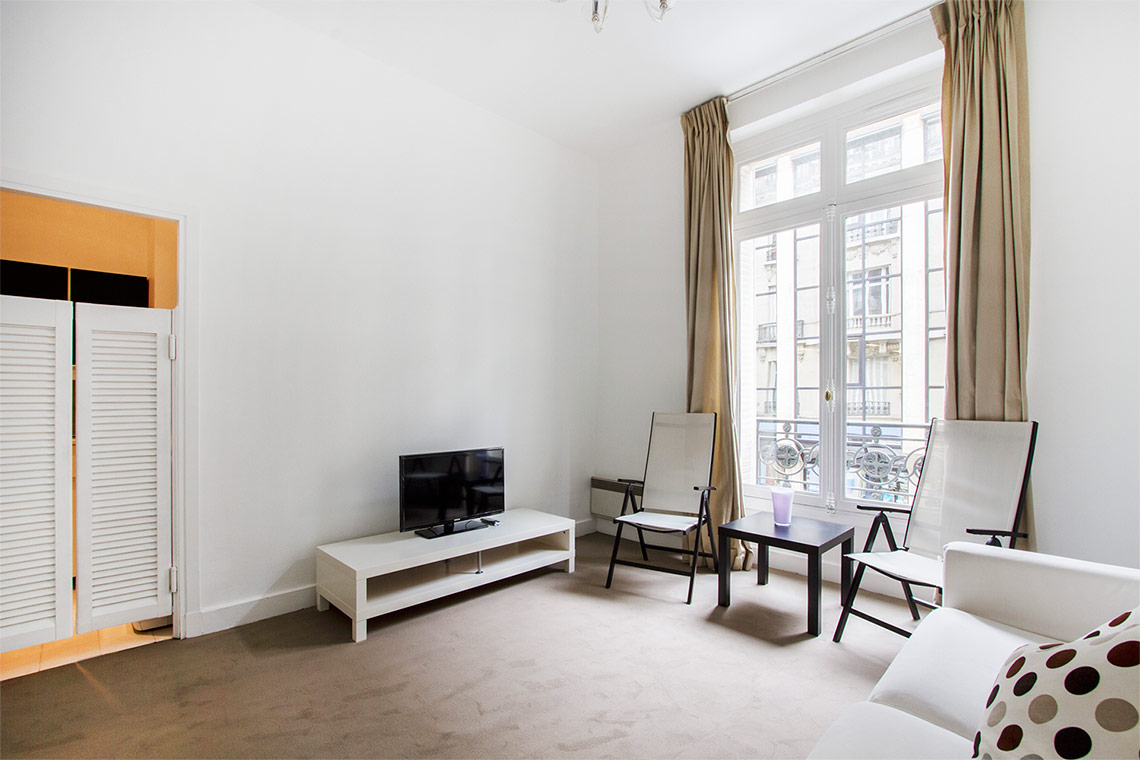 Apartment Paris Avenue Alphand 3