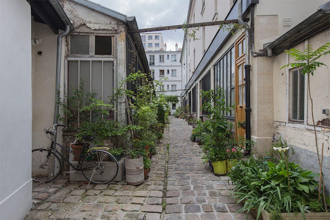 studio for rent rue de montreuil paris ref 11189. Black Bedroom Furniture Sets. Home Design Ideas
