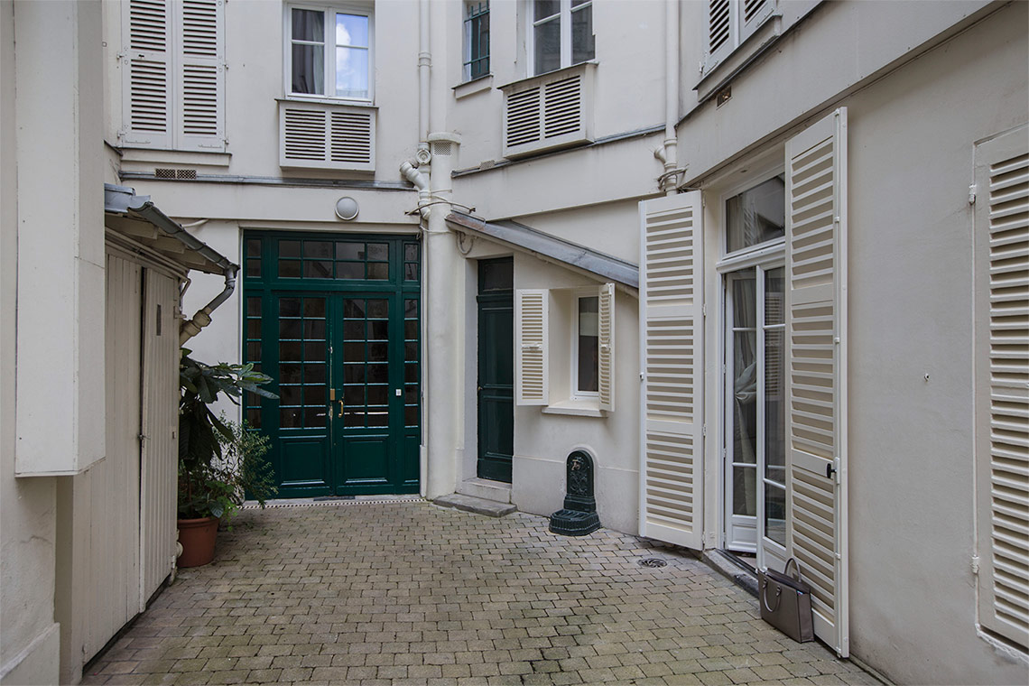 Apartment Paris Rue Rousselet 13