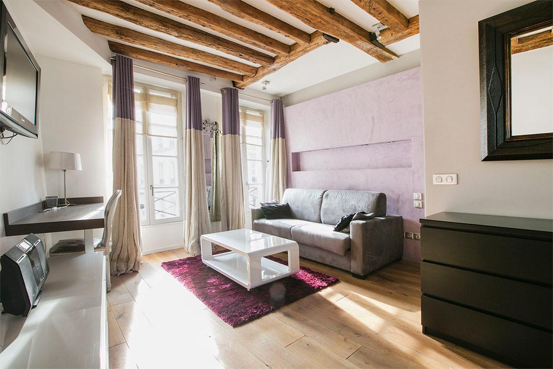 Studio for rent Rue du Roi de Sicile, Paris   Ref 11684
