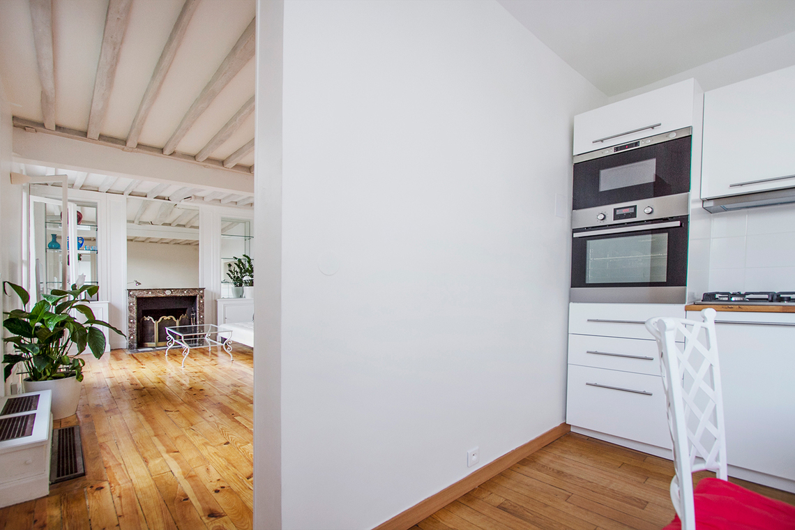 Location appartement meubl rue des petits champs paris for Salon cuisine paris