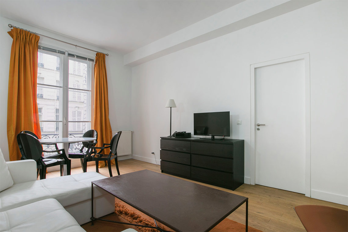 Apartment Paris Rue de Lille 3