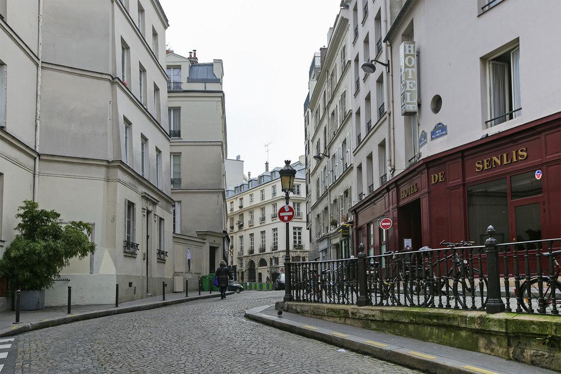studio for rent rue malebranche paris ref 12053. Black Bedroom Furniture Sets. Home Design Ideas