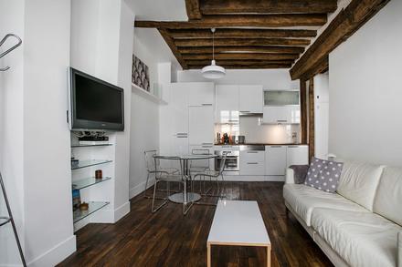 location appartement meubl rue gr goire de tours paris ref 12062. Black Bedroom Furniture Sets. Home Design Ideas
