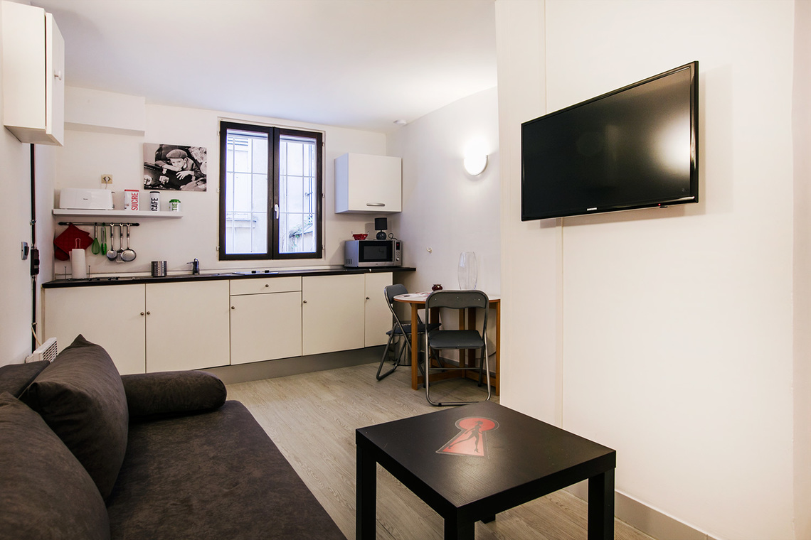Studio for rent rue muller paris ref 12205 for Salon cuisine paris