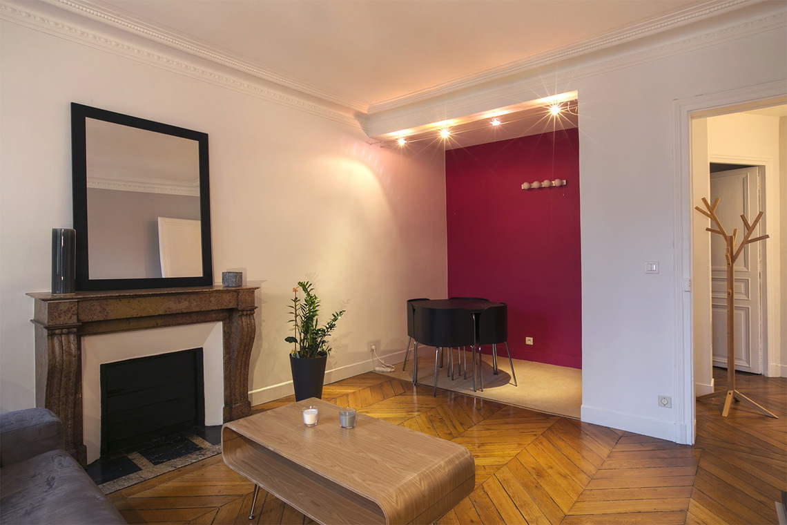 location appartement meubl rue rodier paris ref 12324. Black Bedroom Furniture Sets. Home Design Ideas