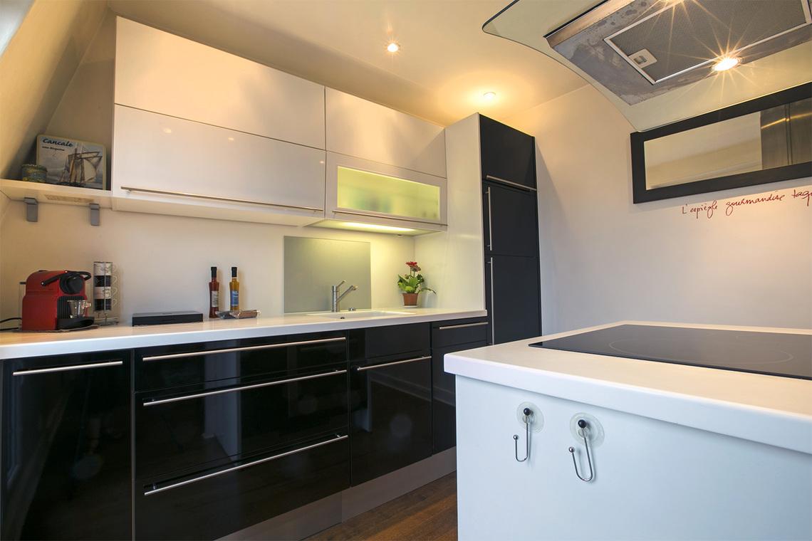 Location appartement meubl rue truffaut paris ref 12353 for Appartement meuble paris 17eme