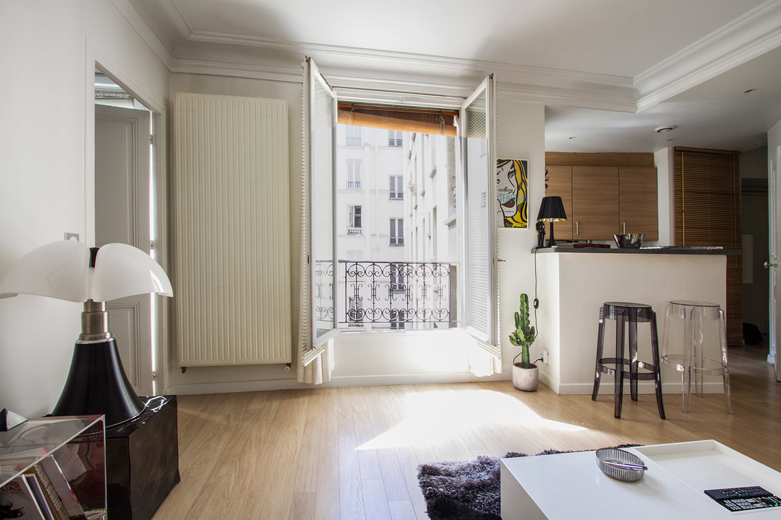 Location appartement meubl rue du mont cenis paris ref for Salon cuisine paris
