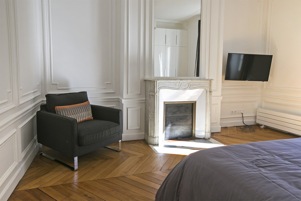 location appartement meubl rue de rennes paris ref 12740. Black Bedroom Furniture Sets. Home Design Ideas