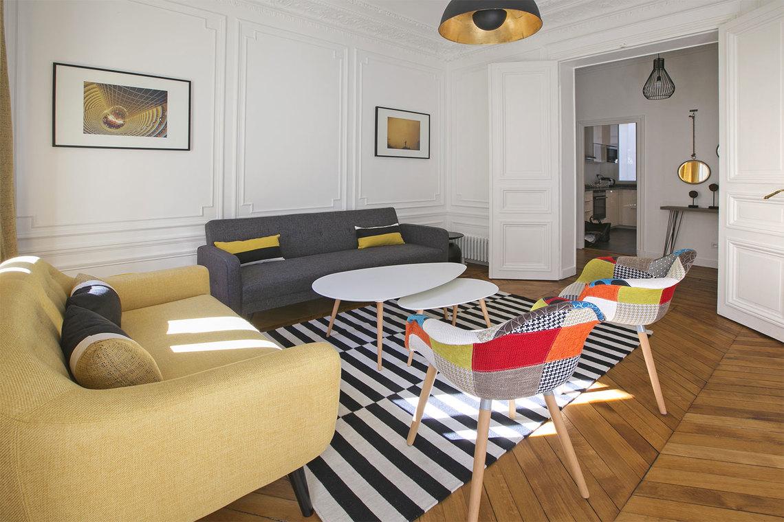 Location Appartement Meuble De 69 M2 Rue De Rennes A Paris
