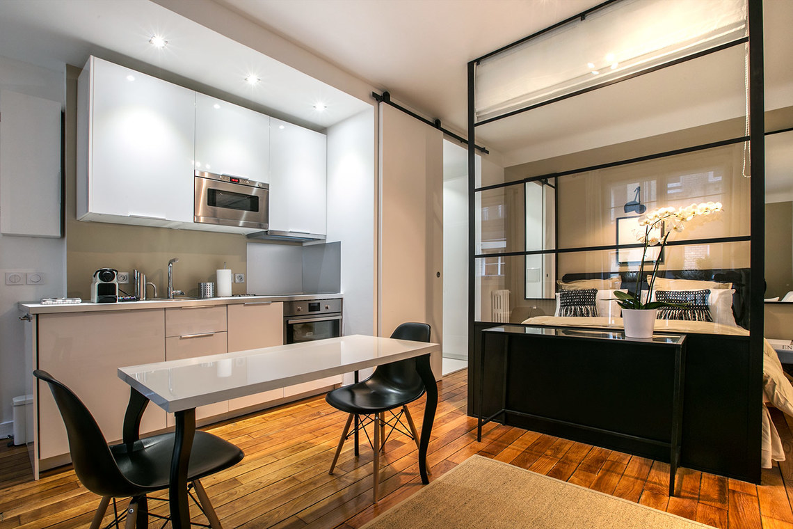 Location studio meubl rue vital paris ref 12837 for Location appartement avec chambre sans fenetre