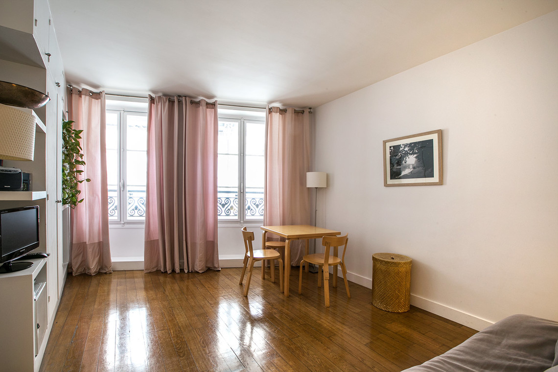 Paris Rue du Pont Louis-Philippe Apartment for rent