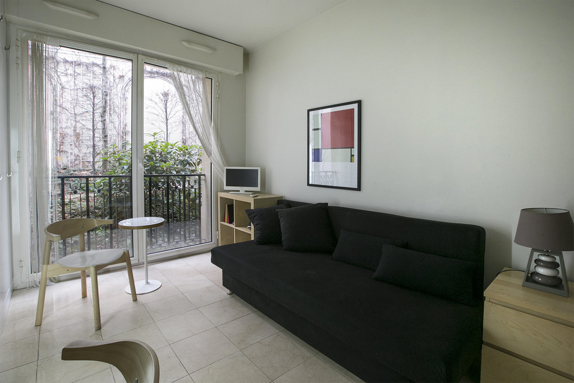 Location Studio Meuble De 17 M2 Avenue Victor Hugo A Paris