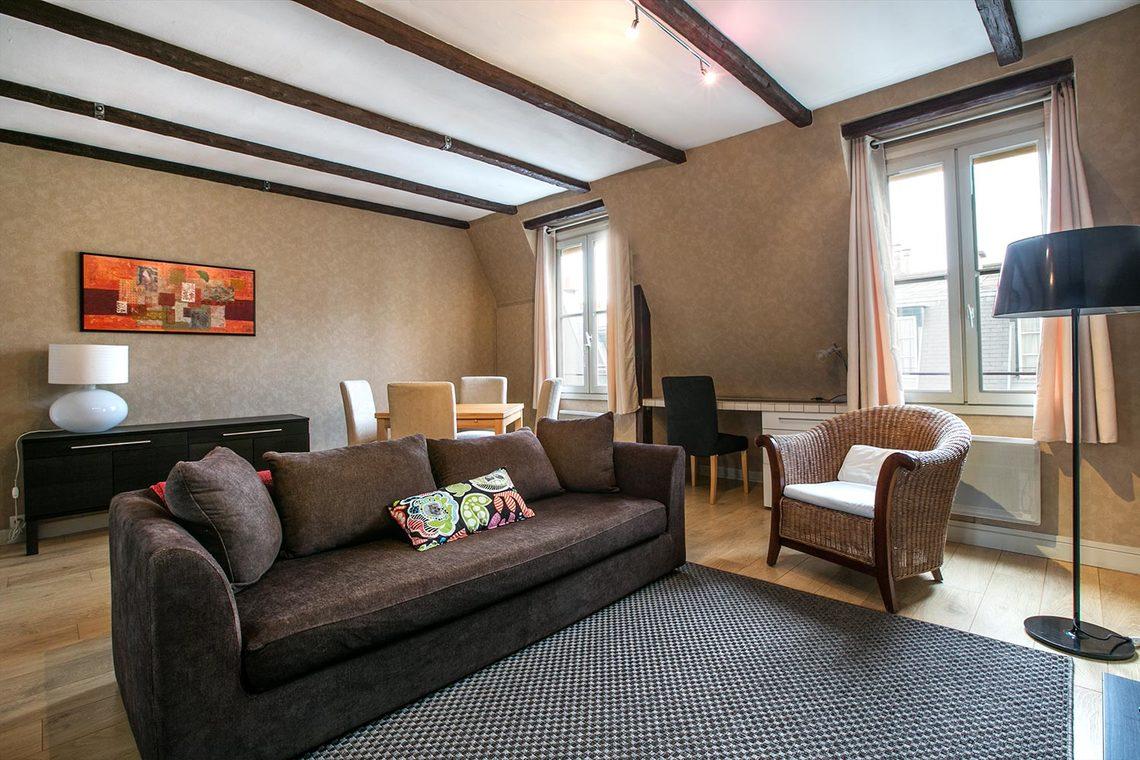 location appartement meubl rue du printemps paris ref 12930. Black Bedroom Furniture Sets. Home Design Ideas