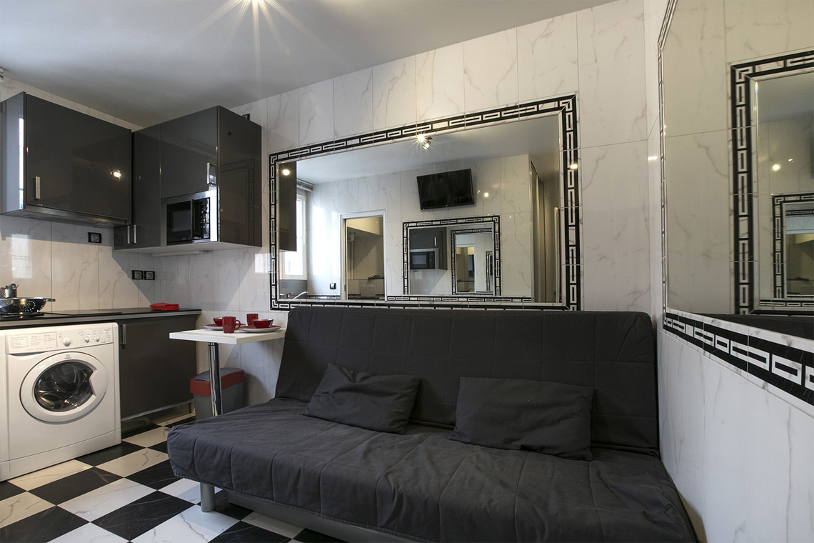 Location studio meubl rue am lie paris ref 13000 for Location studio meuble paris