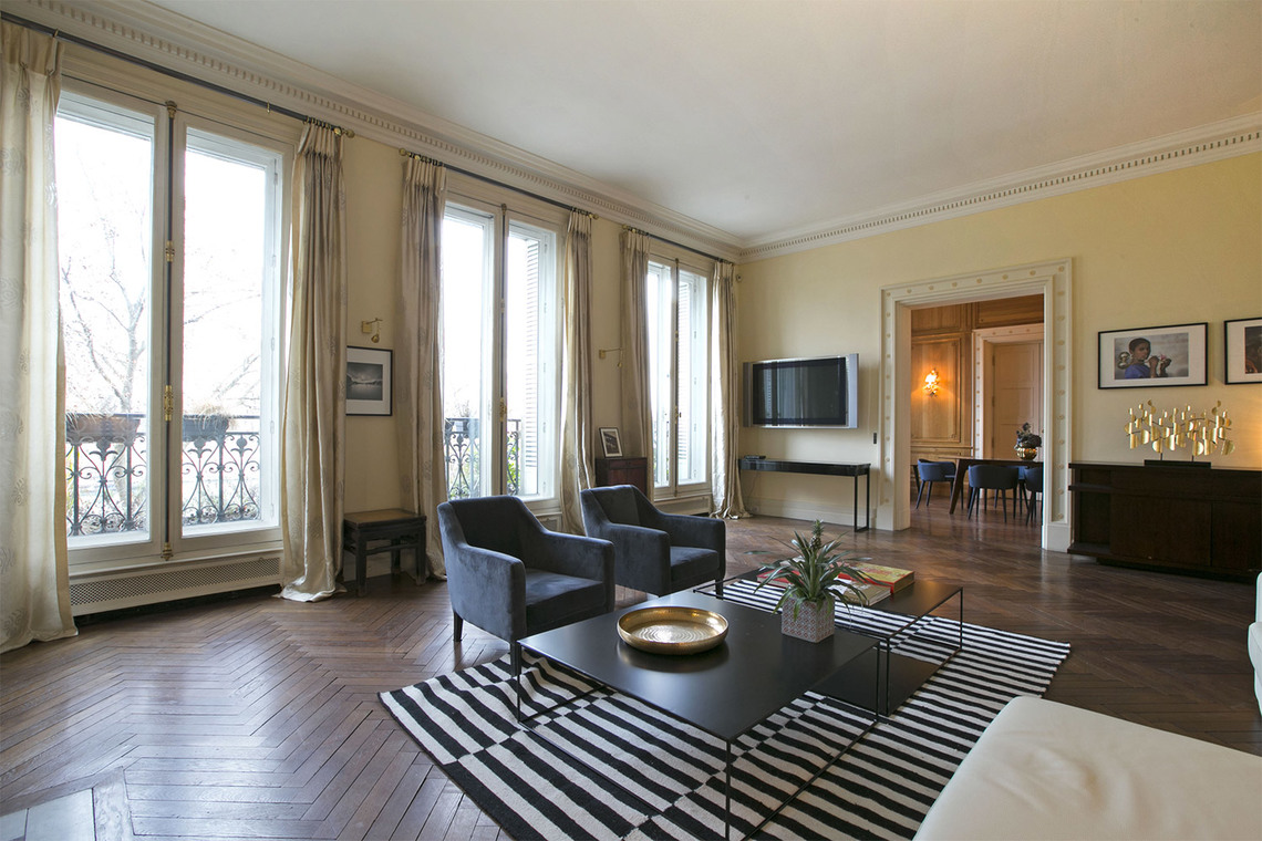 apartment for rent quai anatole france paris ref 13024. Black Bedroom Furniture Sets. Home Design Ideas