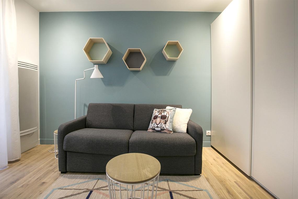 Location studio meubl rue rodier paris ref 13096 for Canape rodier