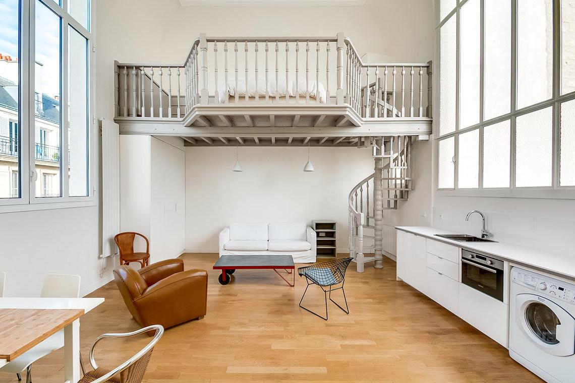 Location appartement meublé de 56 m2 Rue du Rocher à Paris